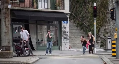texting-while-walking-cm03