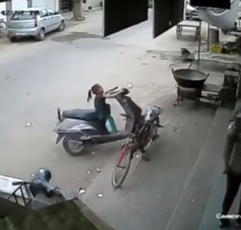 little-girl-riding-scooter02