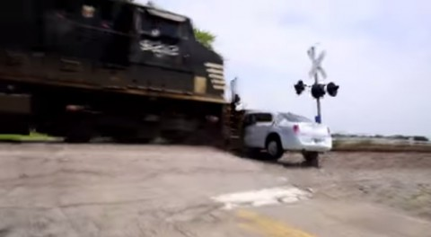 amazing-limo-vs-train-crash02