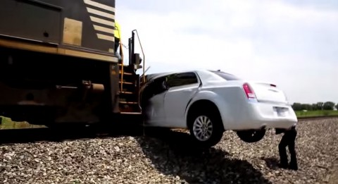 amazing-limo-vs-train-crash03