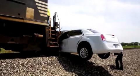 amazing-limo-vs-train-crash03
