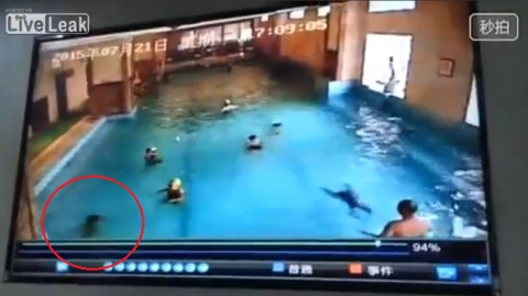 chinese-kid-nearly-drowns02