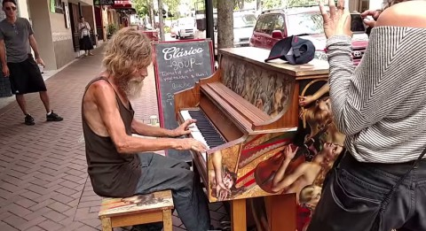 homeless-man-pianist02