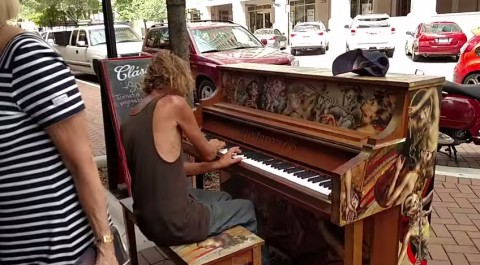homeless-man-pianist03